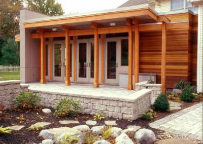 kops-timber-frame-entrance-and-pond